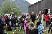 Open brakke ved Fjord til ...
