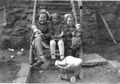 Jenter i Saltviki